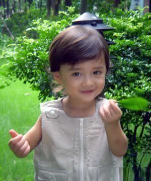 韩剧新宠小童星恩智 时尚超可爱的韩国小童星