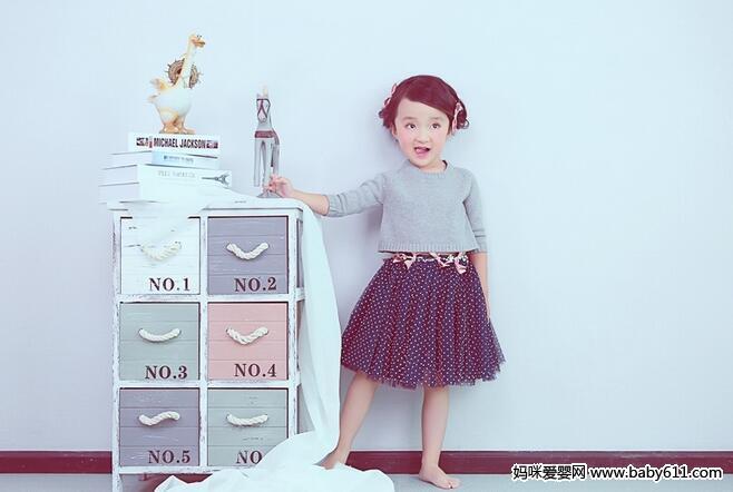 4岁大眼小美女