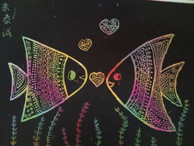 """美术点线面教案_幼儿园大班美术:刮刮画""""深海里的鱼"""" - 美术教案"""