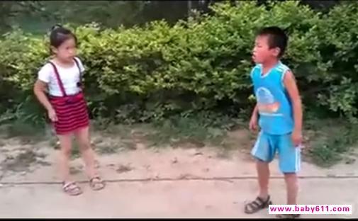 史上最牛小孩街舞_网络风传暴力女孩虐男孩视频 称之为史上最牛小孩打架 - 热点关注