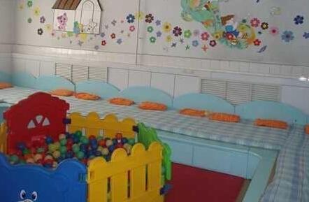 幼儿园寝室一角图片