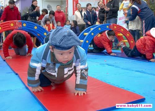 做游戏可锻炼宝宝自控能力