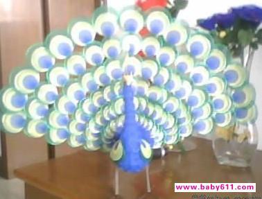 幼儿园废旧物手工制作图塑料雪碧饮料瓶制作:孔雀
