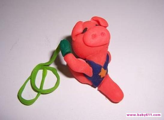 幼儿园橡皮泥手工作品《小猪跳操》
