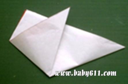 1,将一张正方形纸对角折叠,再对折一次,找出中心点后展开,回复到