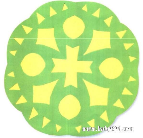 """幼儿园手工技能教案 儿童剪纸    这是一个圆圆的,带""""十""""字形的小窗花"""