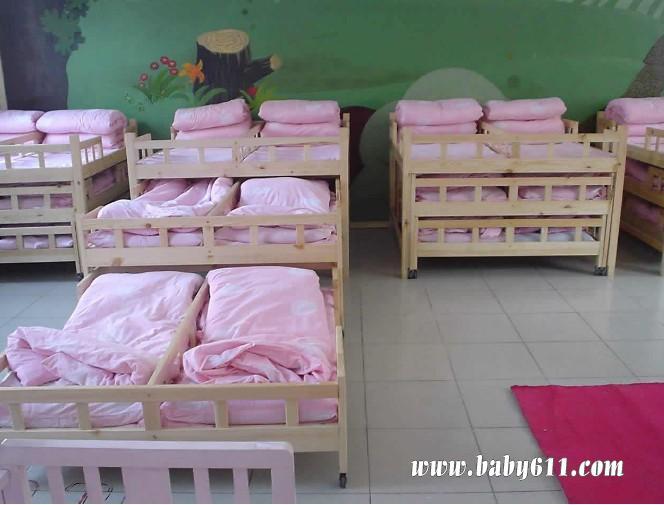幼儿园睡眠室布置图片3