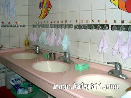 幼儿园盥洗室布置图片1