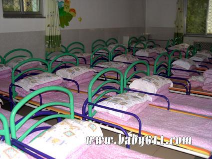 幼儿园睡眠室布置图片4