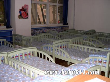 幼儿园生活环境布置图片:睡眠室