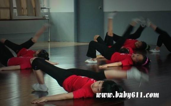 怎样练好舞蹈基本功----幼儿师范舞蹈课:大踢腿