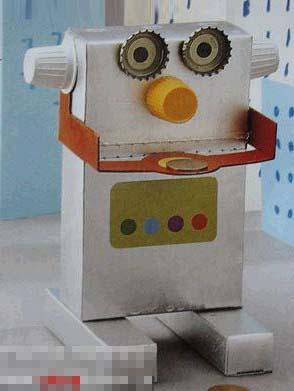 儿童手工废旧制作:机器人         儿童手工废旧纸盒制作:机器人