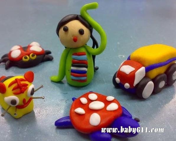 幼儿创意橡皮泥彩泥作品:汽车