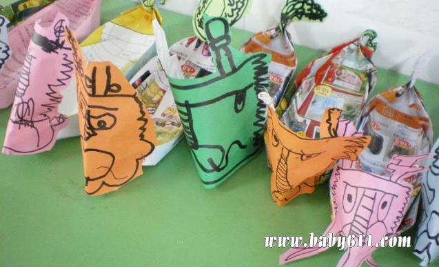 瓶盖,废纸盒制作:龙舟         儿童手工废旧纸壳制作:房子