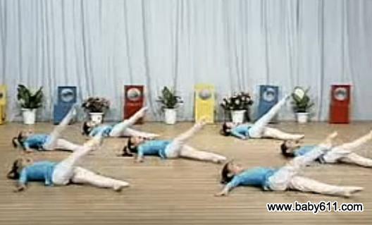 幼儿舞蹈基础训练:前抬腿组合