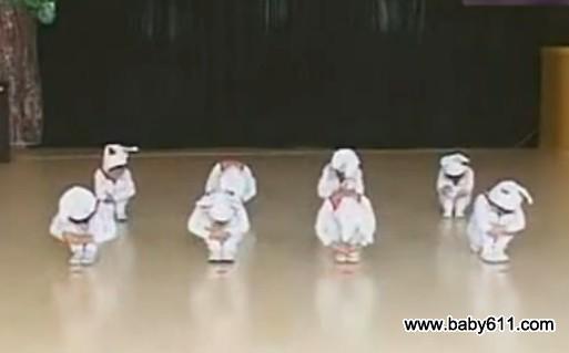 幼sxda园小班六一sxda童节舞蹈《兔子舞》