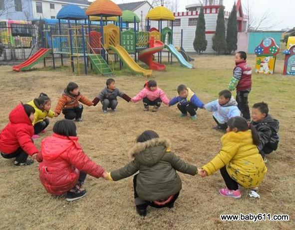 幼儿园海洋攻略游戏《丢手绢》民间桂林小班图片