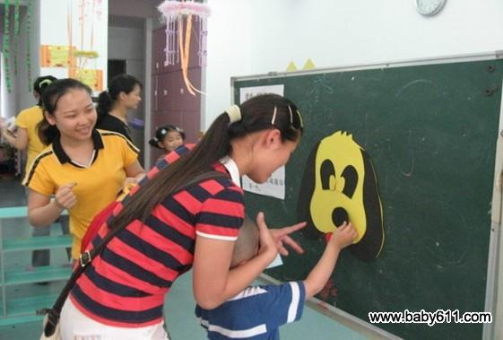 幼儿园亲子游戏:贴鼻子