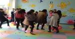 幼儿园亲子游戏:踩气球