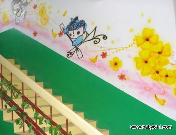 幼儿园走廊装饰:可爱的蓝精灵