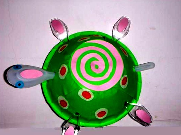 幼儿园中班创意美术:乌龟散步