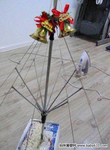 雨伞制作的圣诞树