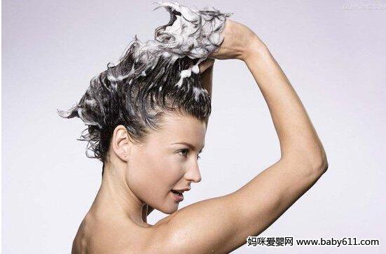 8个建议教孕妈妈如何轻松洗头