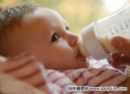 巧治宝宝吐奶应掌握的4个窍门