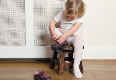 夏日宝宝如何穿鞋子和袜子