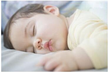 新生儿睡眠不好容易醒