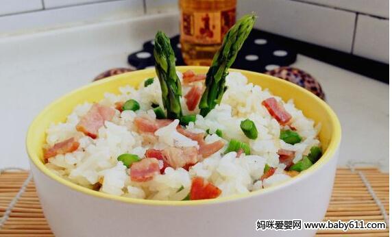 孕妇一个月补叶酸食谱:培根芦笋炒饭