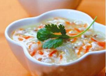 6~8个月宝宝辅食食谱:胡萝卜泥青菜肉末菜粥