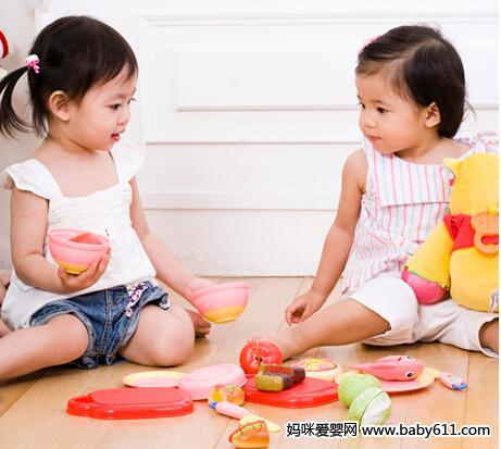 年轻父母早知道:培养幼儿交往能力
