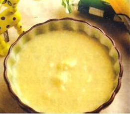 婴儿粥谱:牛奶蛋黄米汤粥