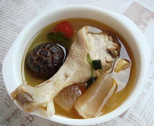 儿童菜谱汤类:酸萝卜老鸭汤