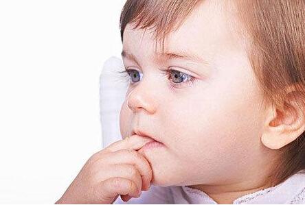 帮助宝宝改掉吃手指的习惯
