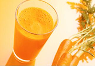 0―1岁宝宝食谱:苹果胡萝卜汁