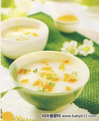 婴儿补钙食谱:牛奶蛋黄粥