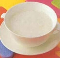 0―1岁宝宝食谱:牛奶藕粉
