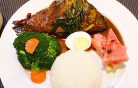 儿童食谱营养花样饭:葱烤鲫鱼饭