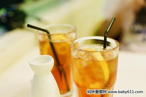 消暑冷饮:柠檬冰红茶