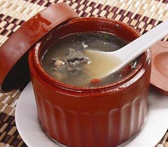月子食谱:黑豆乌鸡汤