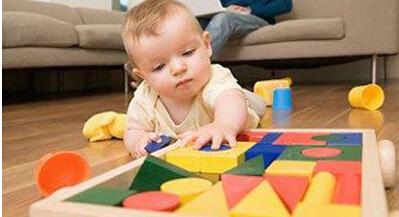 0-1岁宝宝的玩手课程