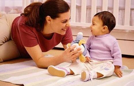 十二个月婴儿的玩具