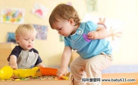 宝宝1岁前,在家就能做的早教游戏