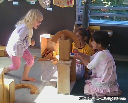 """在美国幼儿园孩子如何生活?都是""""孩子说了算"""""""