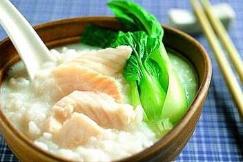 婴儿食谱:蔬菜鱼肉粥