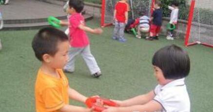 如何让孩子在交往中争让有度