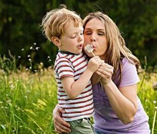 位孩子改善家庭的心理环境很重要