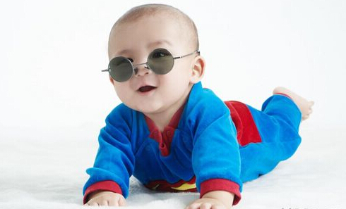 6岁以下儿童 不宜长时间戴太阳镜
